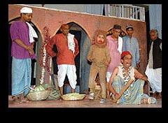 Enter, folk theatre - Habib Tanvir